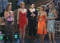 Anne con las damas del concurso